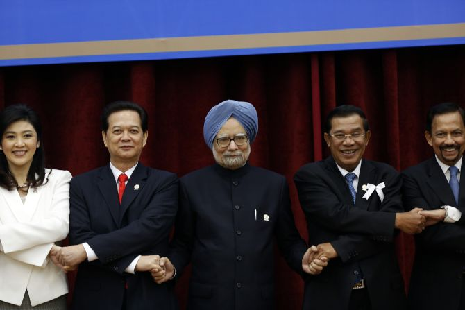 Prime Minister Manmohan Singh with leaders of ASEAN countries during a meeting in Cambodia