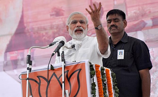 Narendra Modi addresses crowds gathered at Rewari, Haryana