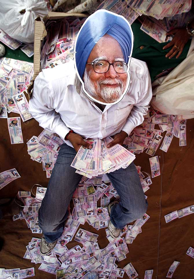 A protestor wears a mask depicting Prime Minister Manmohan Singh, during an anti-government demonstartion in New Delhi