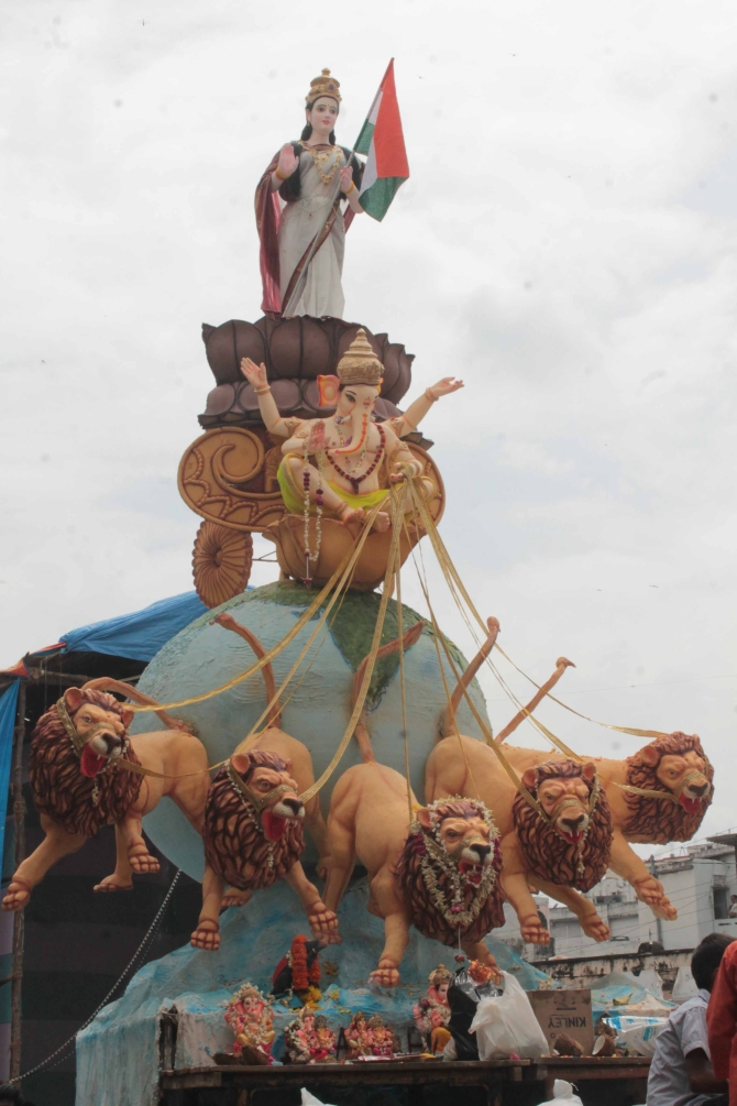 6,00,00 idols were installed in Hyderabad for the 10-day festival this year