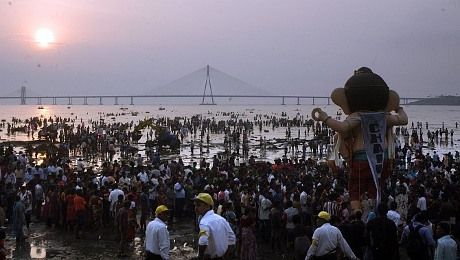 Crowds flock to Dadar chowpatty on the last day of Ganpati immersion