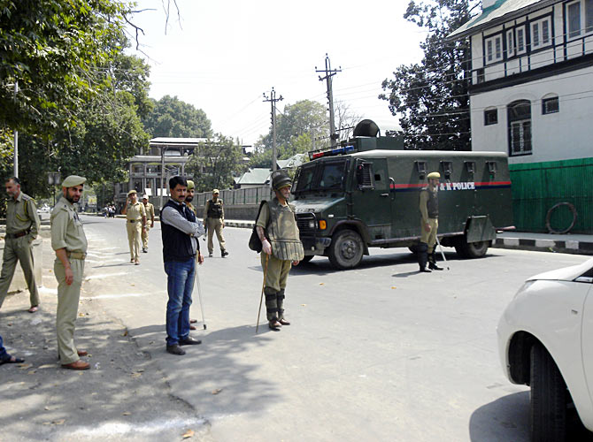 Security forces shut down central Srinagar for the Zubin Mehta concert September 7