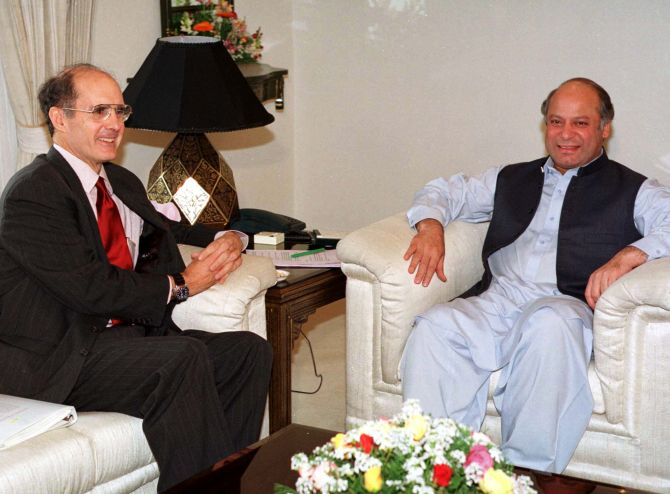 Pakistani Prime Minister Nawaz Sharif meets US Deputy Secretary of State Strobe Talbott in Islamabad on February 2, 1999.