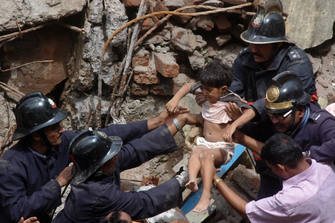 Firmen rescue a child trapped in the debris