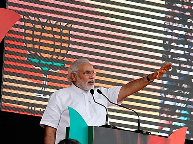 Modi accuses  Rahul of undermining PM's authority