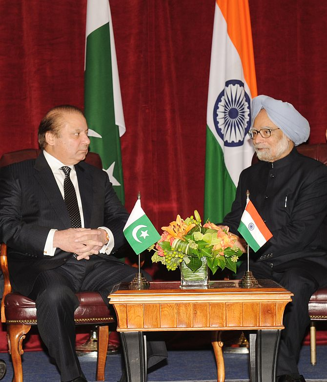 Prime Minister Manmohan Singh with his Pakistani counterpart Nawaz Sharif