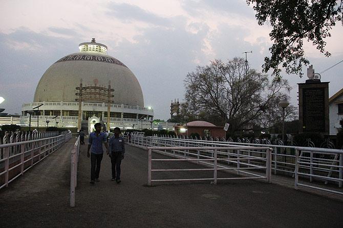 The largest stupa in India is at the Deekshabhoomi in Nagpur.