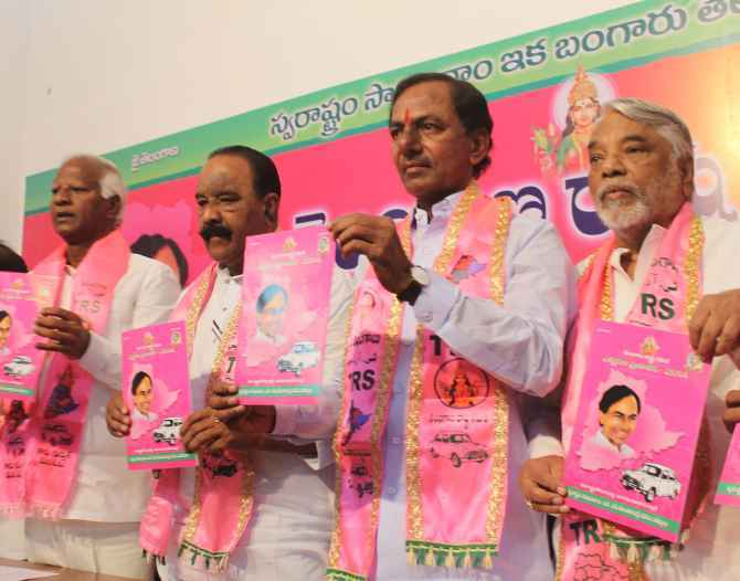 TRS president K Chnadrashekar Rao and other leaders releasing the party manifesto in Hyderabad