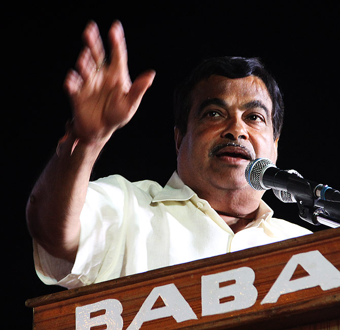 Nitin Gadkari speaks at a rally in north Nagpur's Dalit quarter.
