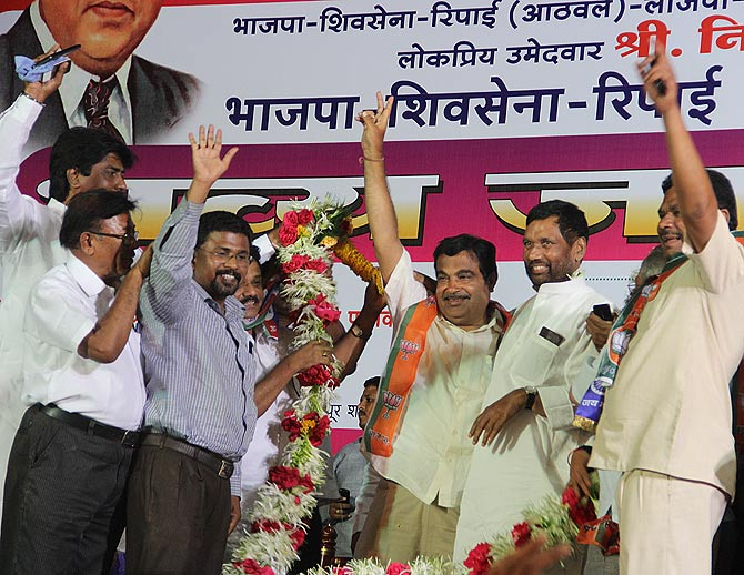 Lok Janshakti leader Ram Vilas Paswan, second from right, traveled from Bihar to campaign for Nitin Gadkari.