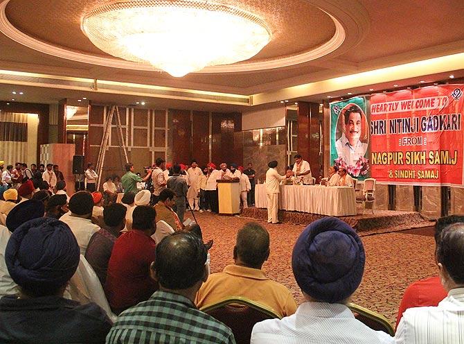 Nagpur's Sikhs offer their support to Nitin Gadkari.