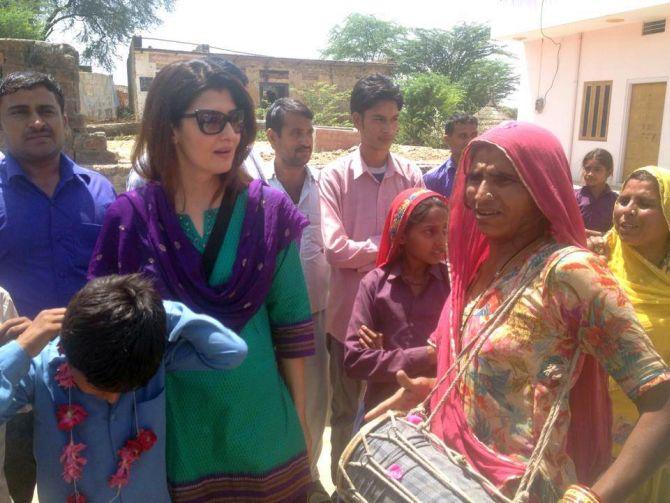 Mohammed Azharuddin's wife Sangeeta Bijlani campaings for him in Tonk-Sawaimadhopur