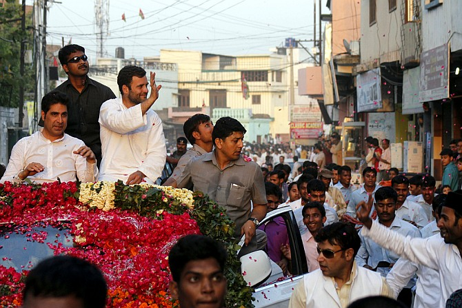 Rahul runs SUV over critics, files nomination with Gandhi parivar
