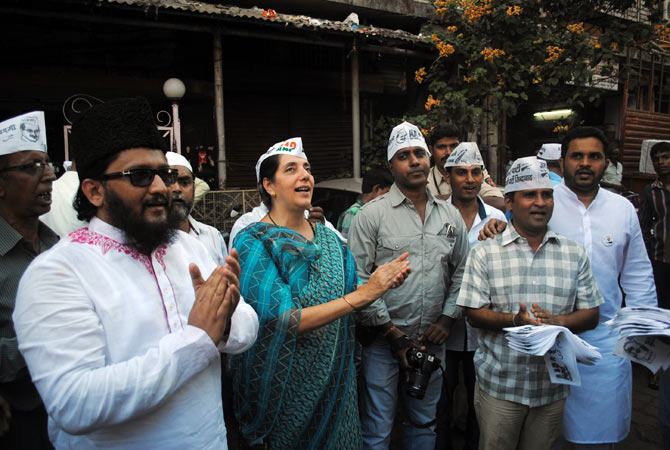 Meera Sanyal with voters at Attar Galli , off Mohammad Ali Road, the Muslim quarter in Mumbai South. Some voters said they had given the Congress a chance, it was now time for change.