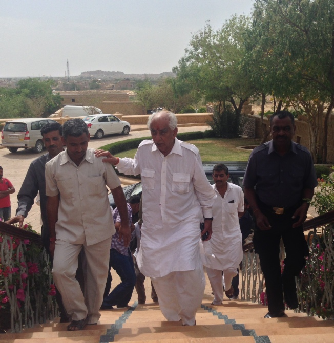 Former Union minister Jaswant Singh arrives at the Taj Gateway Rawalkot Hotel in Jaisalmer, Rajasthan.
