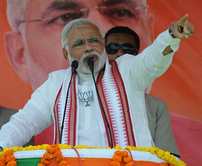 Modi: Save yourself from <I>maa-bete ki sarkaar</I> and <I>Maun</I>mohan