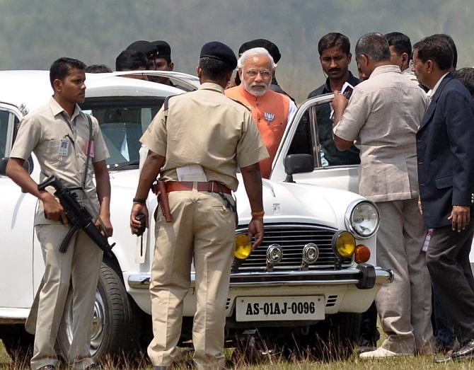 Modi: Save yourself from <I>maa-bete ki sarkaar</I> and <I>Maun</I>mohan