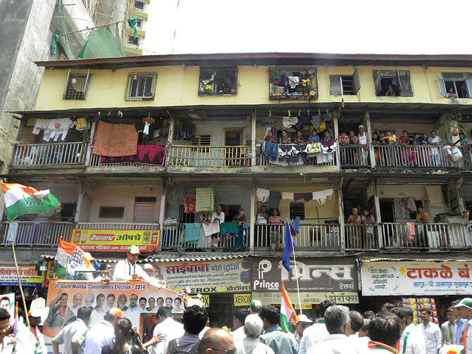 Milind Deora arrives at a Byculla chawl.