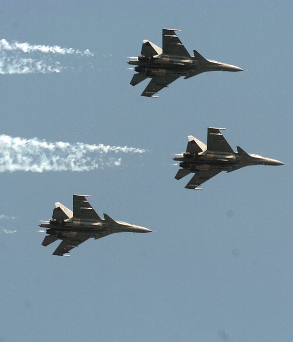 Three Su-30MKIs flying in Trishul formation