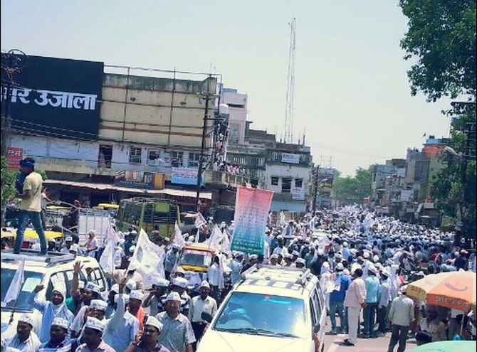 AAP supporters at Arvind Kejriwal's road show in Varanasi on Wednesday