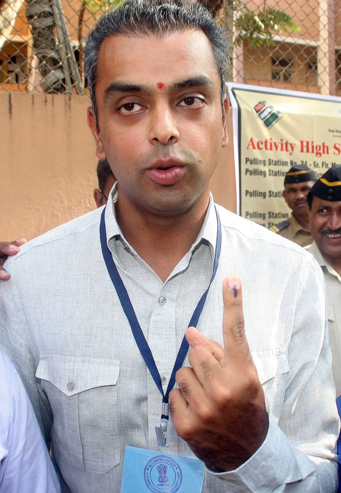 PIX: Mumbai's netas come out and vote, citizens stay indoors