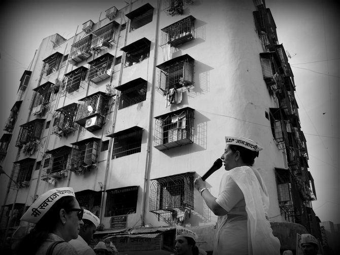 AAP's Meera Sanyal campaigns in a low-cost housing area of Colaba market