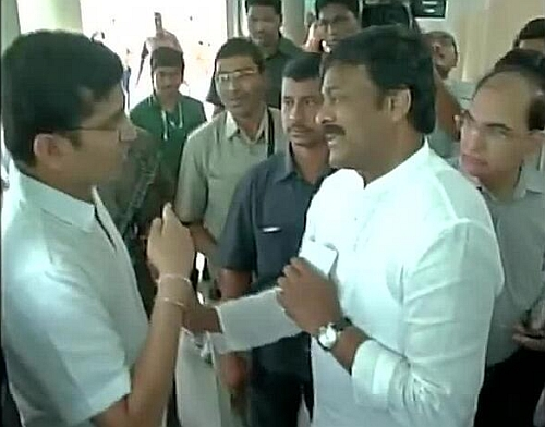 Video grab of youth who confronts Chiranjeevi