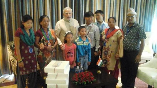 Modi poses with Jeet Bahadur and his family at their reunion, which is taking place 16 years later.