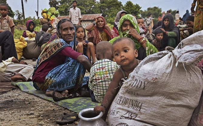 Villagers who left their homes after the flood alert in a relief camp in Birpur, Bihar