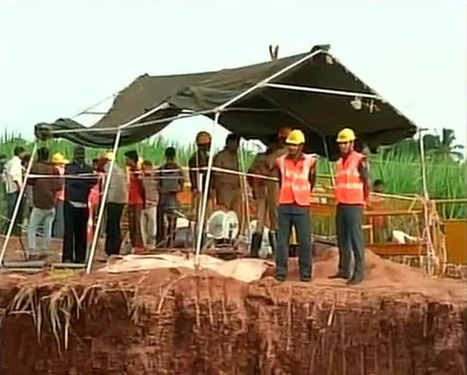 Rescue operations to save 6-year-old boy who fell into a borewell in Bagalkot in Karnataka underway