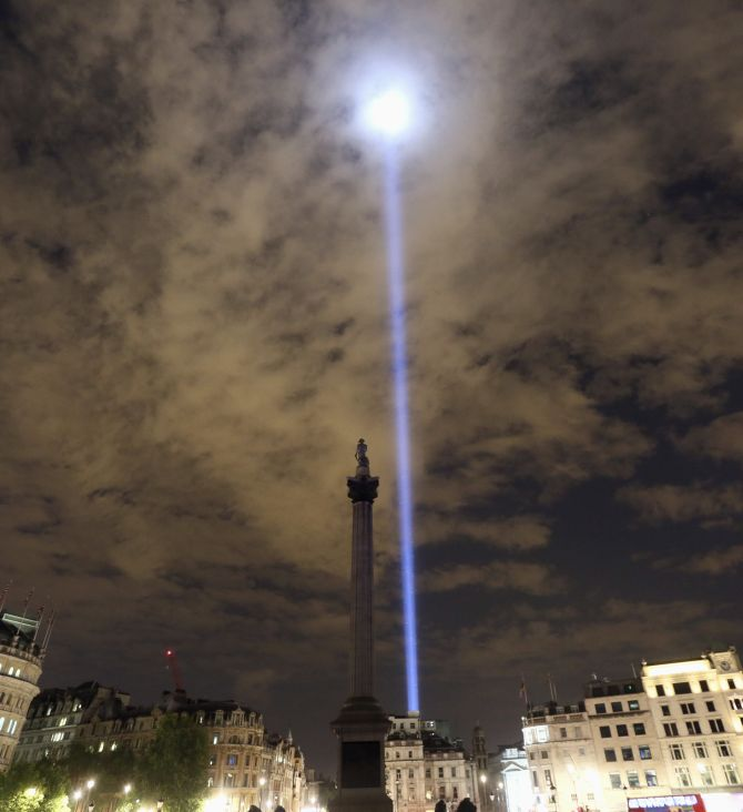 PHOTOS: Lights go out to honour WWI heroes