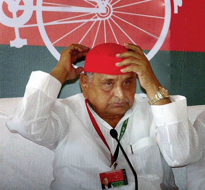New yaari-dosti: What are Mulayam and Amar Singh up to?