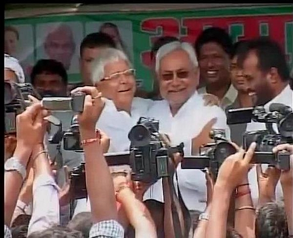 Lalu Prasad and Nitish Kumar hug each other as they start a joint campaign in Hajipur