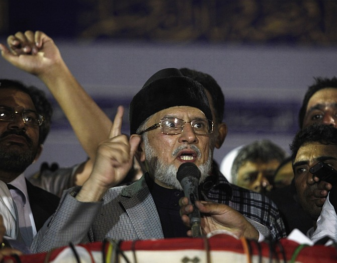 Muhammad Tahirul Qadri, a Sufi cleric and leader of the Minhaj-ul-Quran religious organisation, gives a speech during his meeting with supporters in Lahore