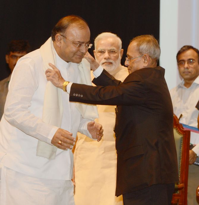 Arun Jaitley being greeted by President Pranab Mukherjee at the event