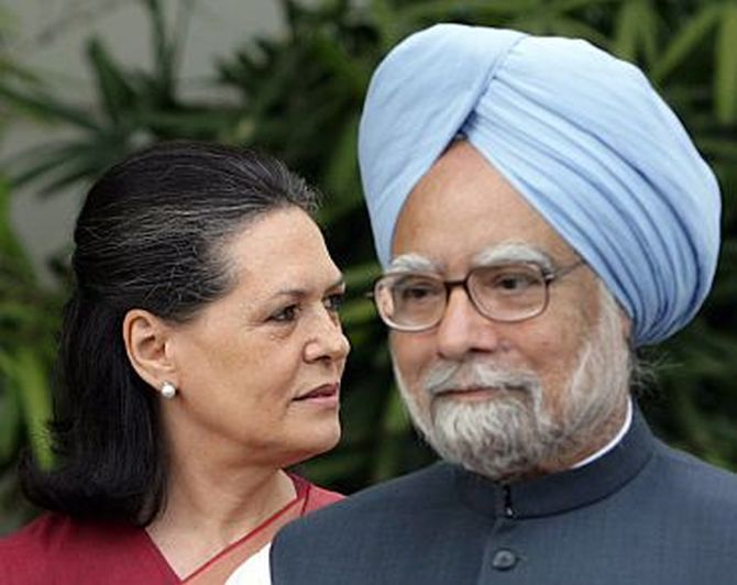 Former PM Manmohan Singh with Congress chief Sonia Gandhi