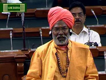 EC serves Sakshi Maharaj showcause notice over population remarks