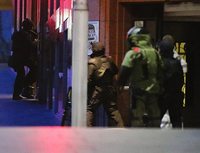 India News - Latest World & Political News - Current News Headlines in India - PHOTOS: The moment police decided to storm Sydney cafe