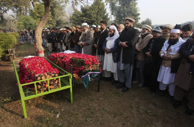 India News - Latest World & Political News - Current News Headlines in India - Day after: Mourners bury victims of Peshawar school massacre