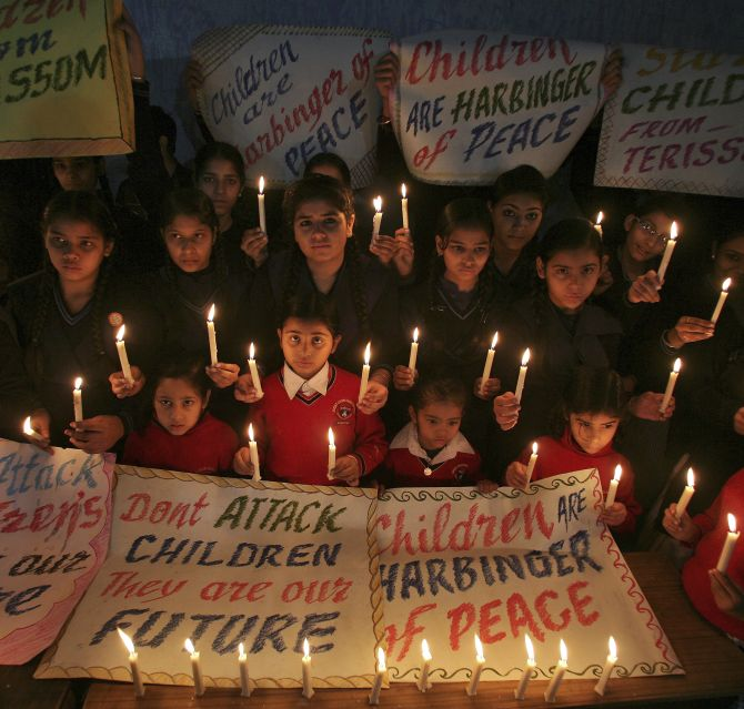 India News - Latest World & Political News - Current News Headlines in India - Indian students pay silent tribute to victims of Peshawar tragedy