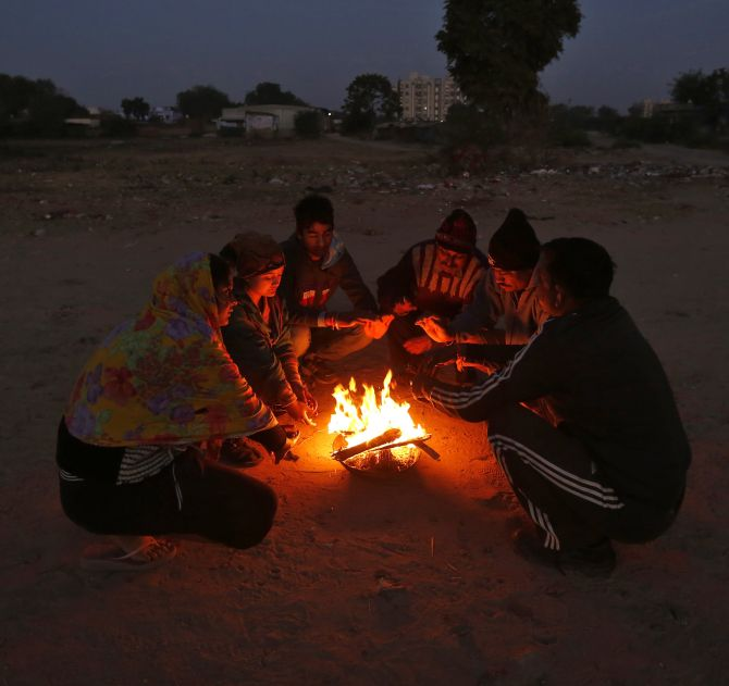 India News - Latest World & Political News - Current News Headlines in India - PHOTOS: Biting cold leaves trail of misery in North India