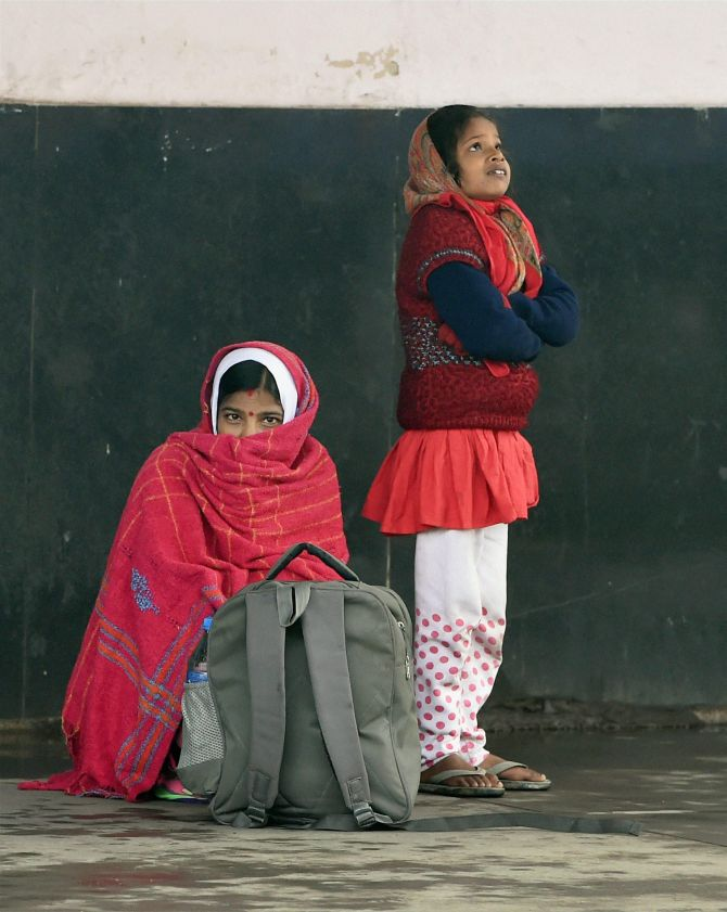 India News - Latest World & Political News - Current News Headlines in India - Photos: At 7 degree Celsius, New Delhi continues to shiver