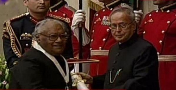 Prof CNR Rao receives the Bharat Ratna from President Pranab Mukherjee