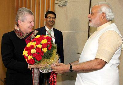 Narendra Modi greets US Ambassador Nancy J Powell in Gandhinagar.  Photograph Courtesy: www.narendramodi.in