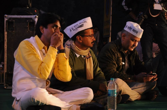 AAP's Kumar Vishwas, Arvind Kejriwal and Manish Sisodia during a rally