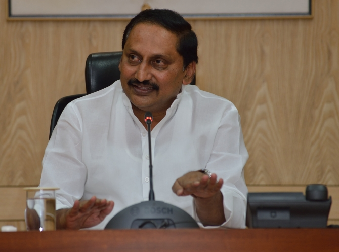 Andhra CM Kiran Kumar Reddy may quit in protest over bifurcation of the state