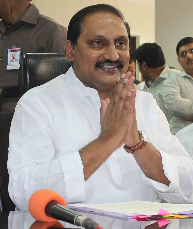 Kiran Reddy quits Andhra CM's post, Congress