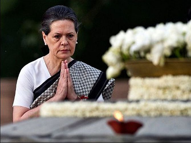 Sonia Gandhi pays tributes to her late husband