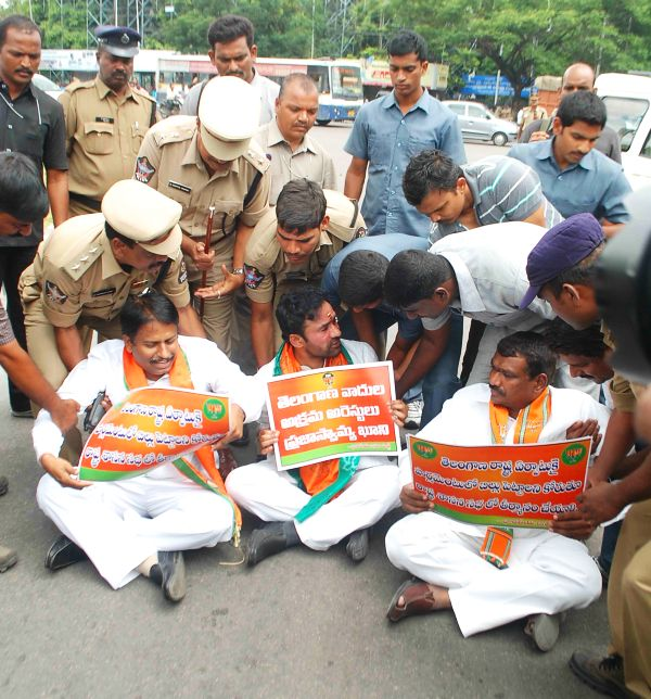 BJP leaders participate in a pro-Telangana protest outside the AP assembly