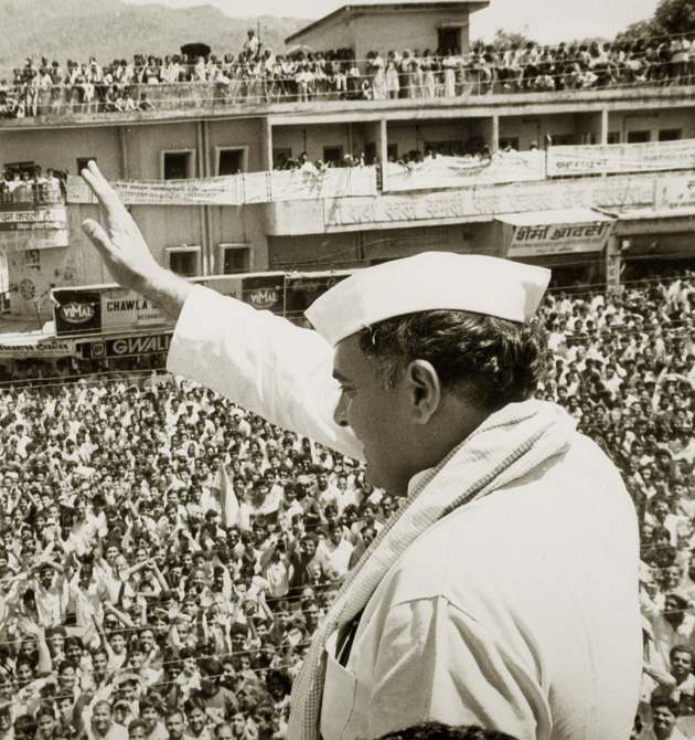 Former Indian PM Rajiv Gandhi waves to the crowd during a campaign on May 4, 1991.